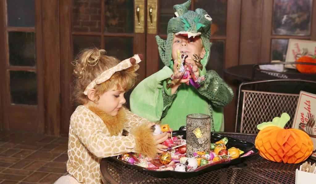 Katie-Johnny-Halloween-costumes
