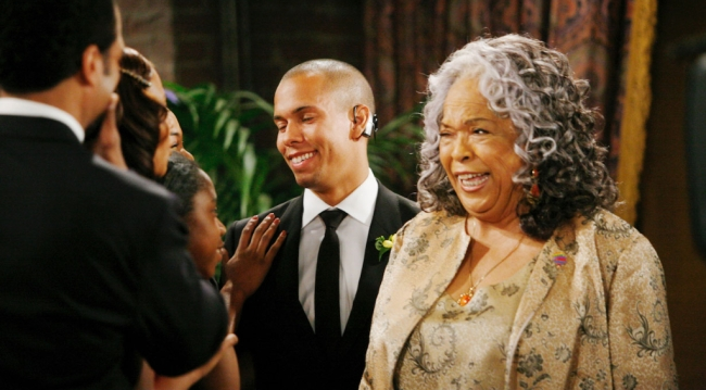 "Della Reese as Aunt Virginia on ""Y&R"" (Sean Smith/JPI)"