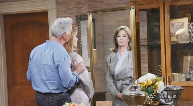 John sees Marlena in her wedding dress before the wedding.