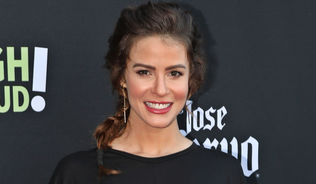 Linsey Godfrey in Unnerving Netflix Thriller 'Fatal Fashion