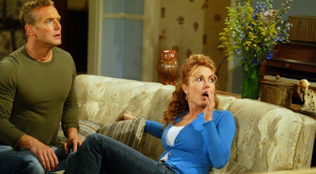 Paul and Lauren on the sofa on Young and the Restless