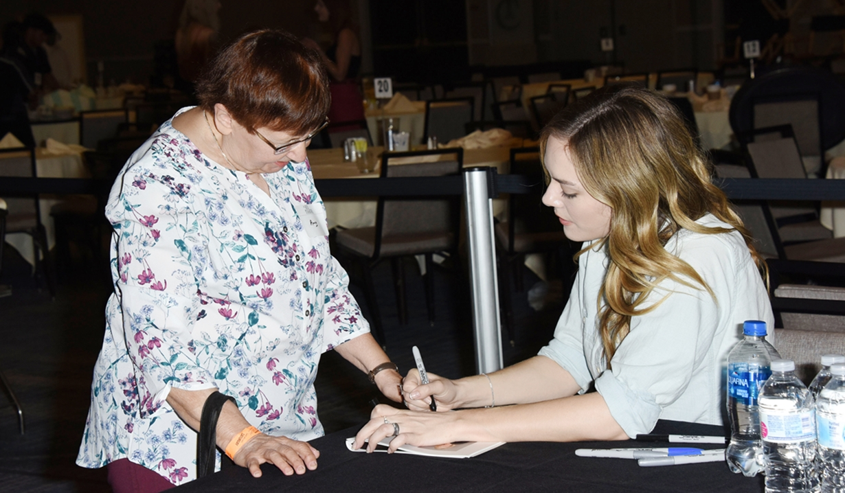 Annika Noelle signs autograph Bold and Beautiful fan event