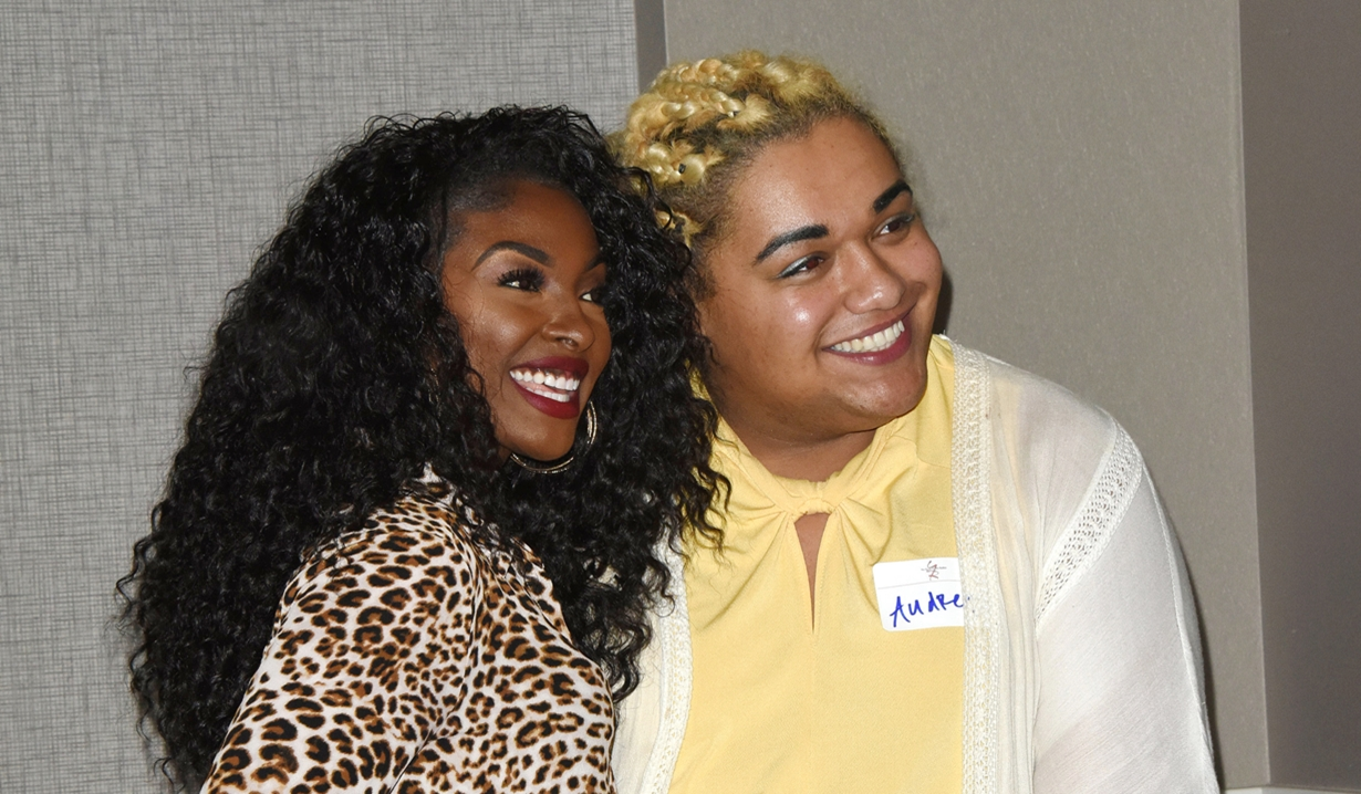 Loren Lott with fan Fan event young and restless
