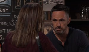 julian and alexis talk at charlies pub on general hospital