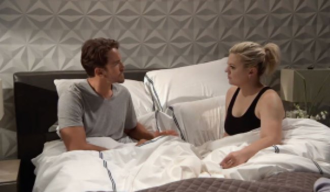 Peter and Maxie in bed on General Hospital