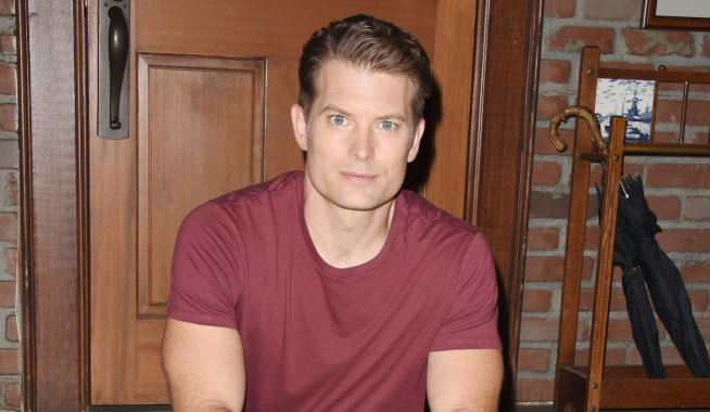 dustin lends a helping hand on general hospital