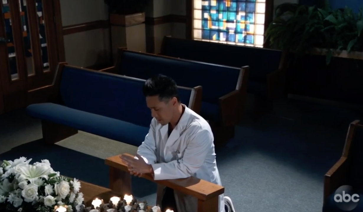 Brad prays on General Hospital