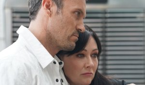 Brian consoles Shannen on BH90210