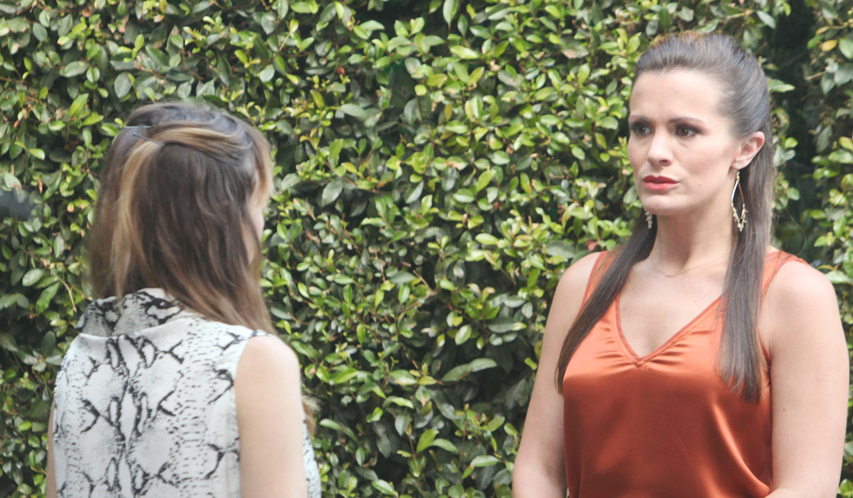 chelsea and chloe talk in the park on young and restless