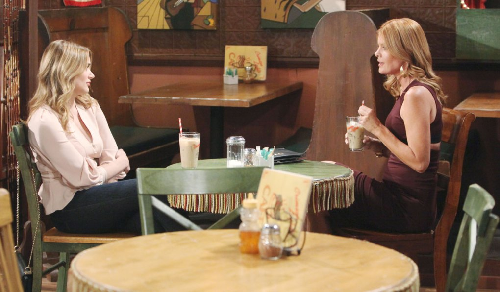 phyllis and summer talk at crimson lights on young and restless
