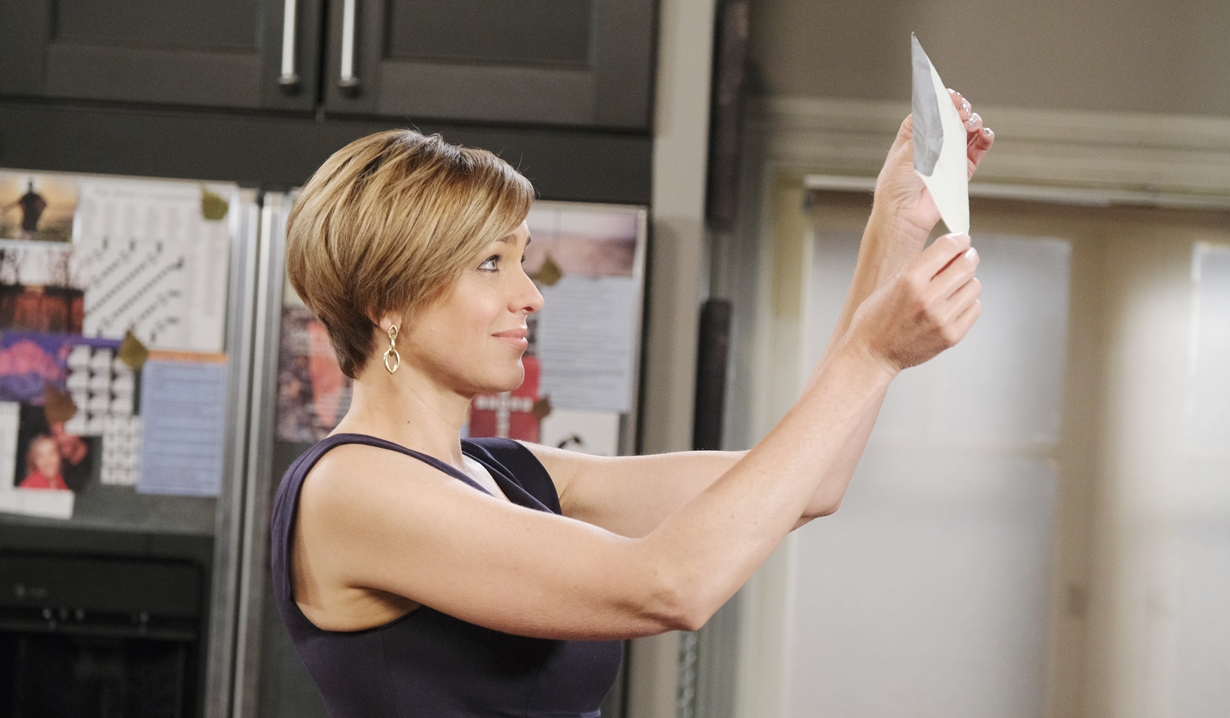 Nicole snoops Days of our Lives