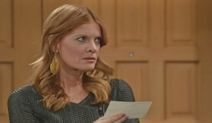 Phyllis holds check Young and Restless