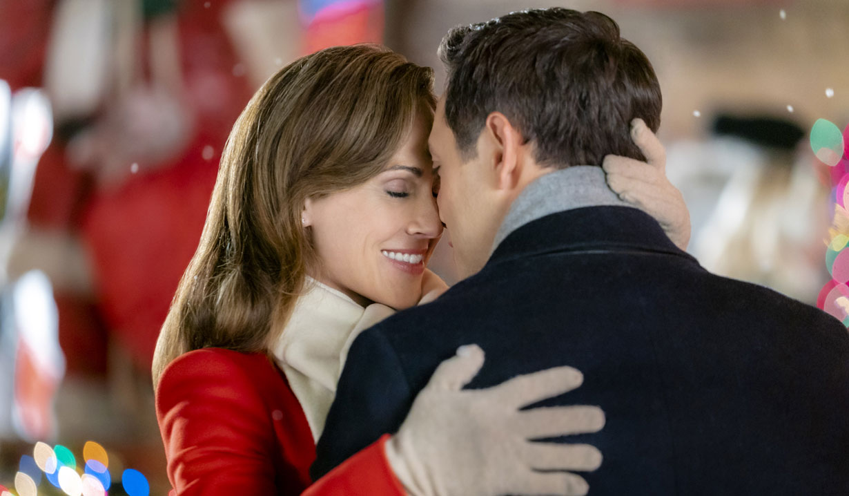 Nikki DeLoach, Michael Rady close kiss in Hallmark's Two Turtle Doves