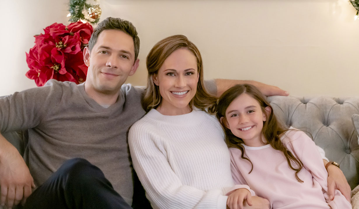 Nikki DeLoach, Michael Rady, little girl in Hallmark's Two Turtle Doves