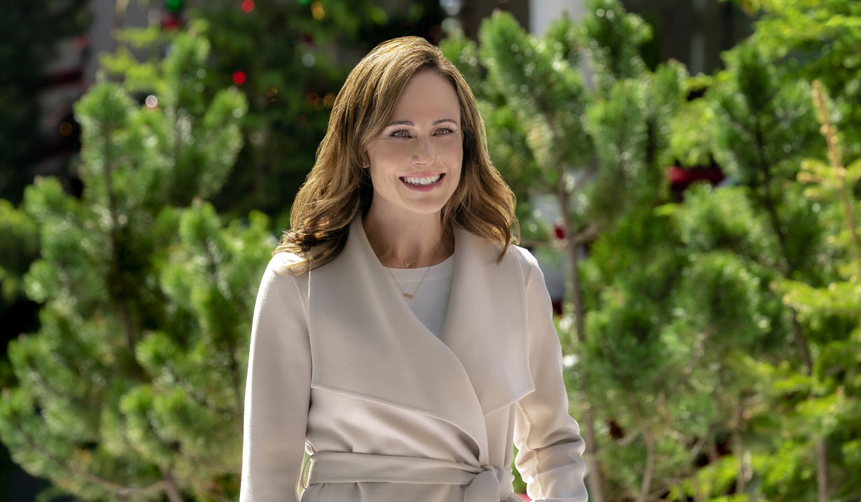 Nikki DeLoach at tree lot in Hallmark's Two Turtle Doves
