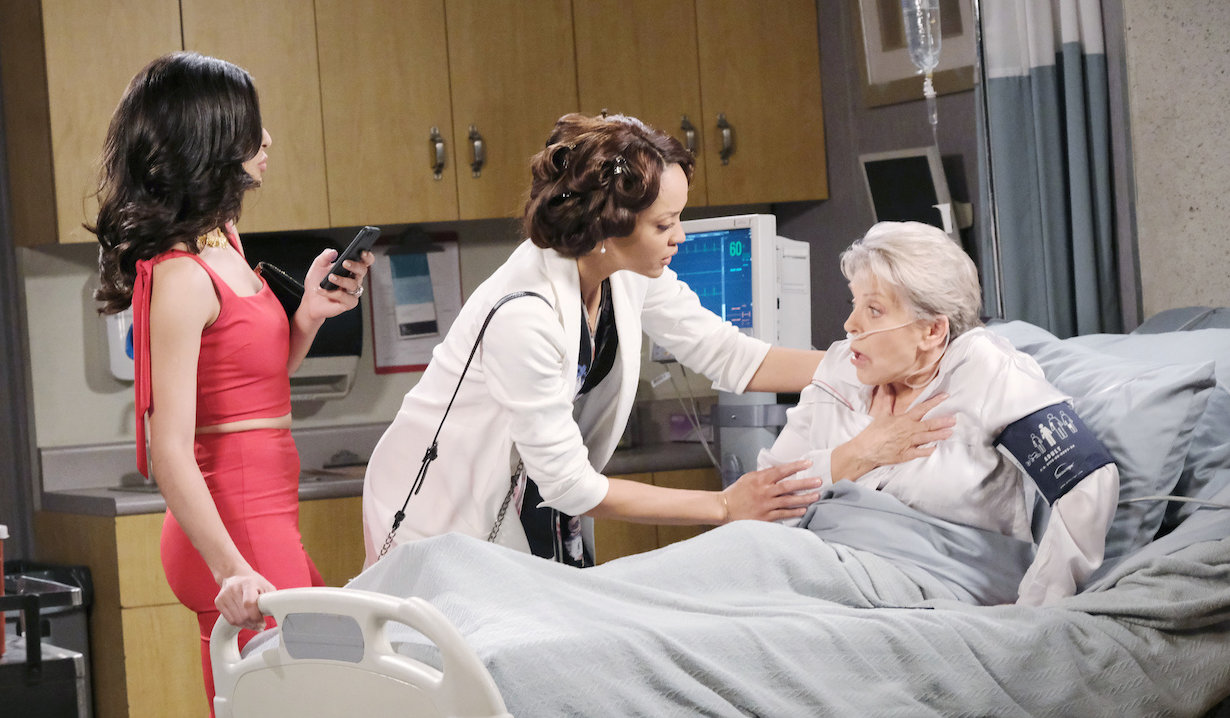 Gabi activates her phone affecting Julie's heart on Days of our Lives
