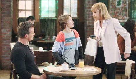 Jason, Danny and Monica meet at Kelly's on General Hospital