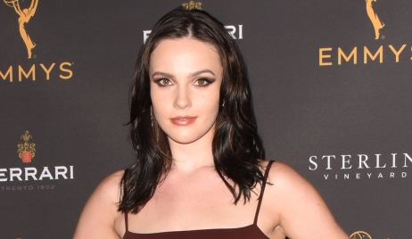 Cait Fairbanks struggles Young and Restless