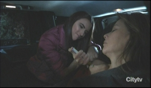 Kendra injects Alexis in car General Hospital