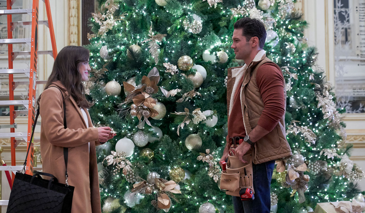 Hallmark's Christmas at the Plaza - Jessica meets Nick