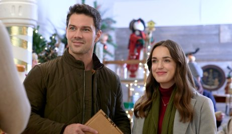 Nick and Jessica shopping on Christmas at the Plaza