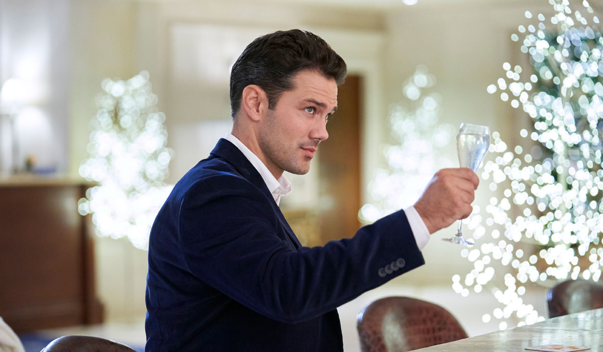 Ryan handsome in blue on Hallmark's Christmas at the Plaza