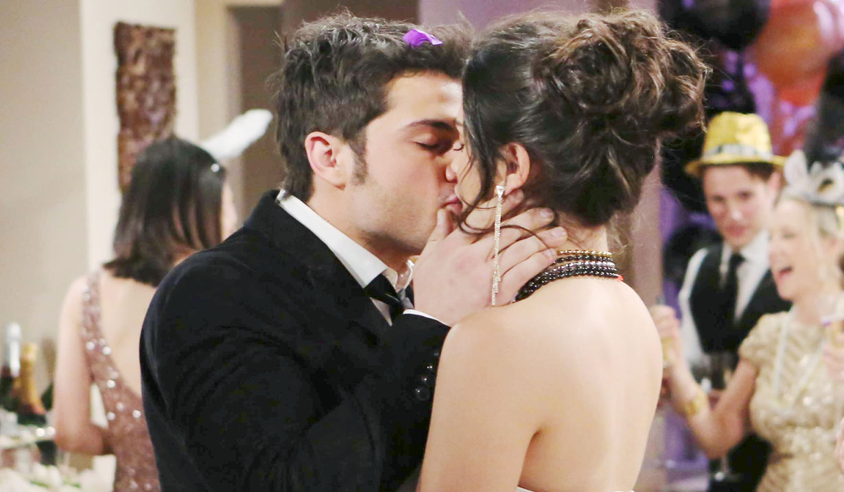 fen kisses lola Young and Restless