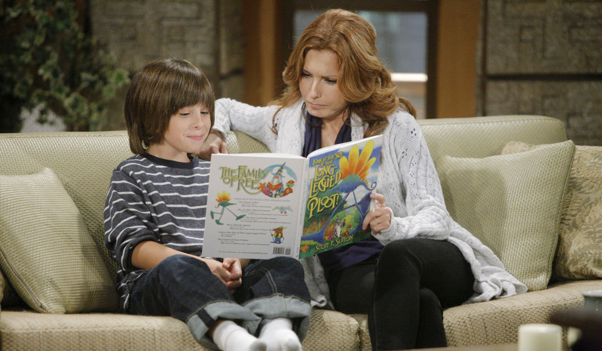 lauren reads to little fen Young and Restless