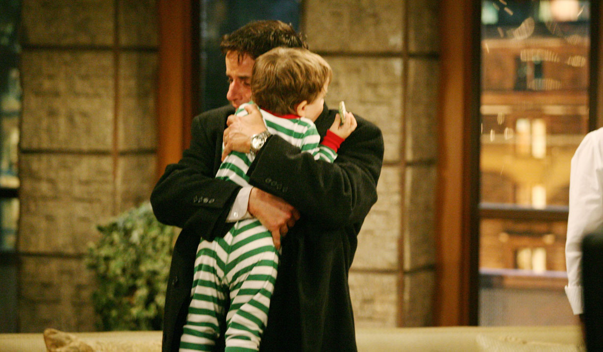 Michael holds little fen Young and Restless