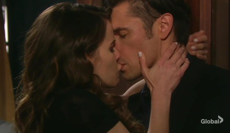 sarah kissing xander days of our lives
