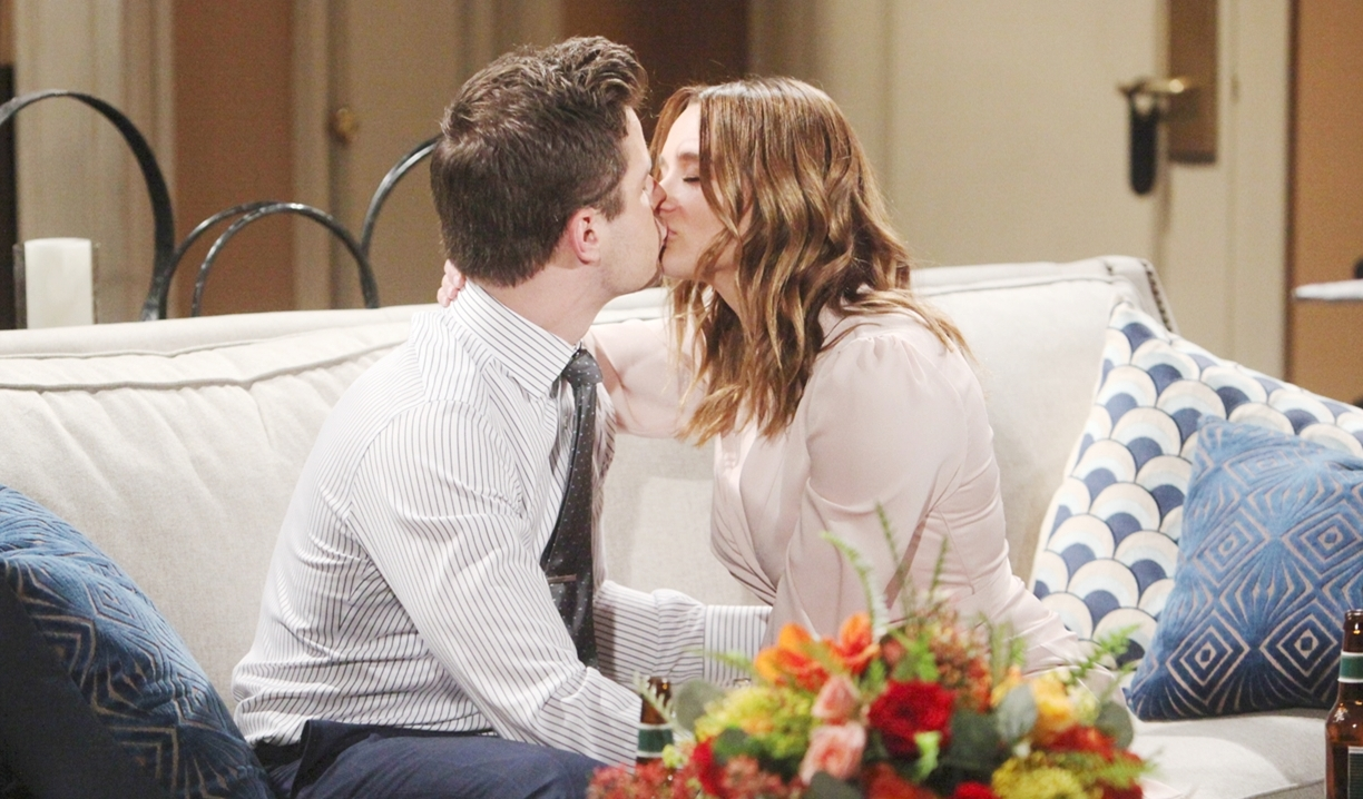 Kyle and Summer kiss Young and Restless