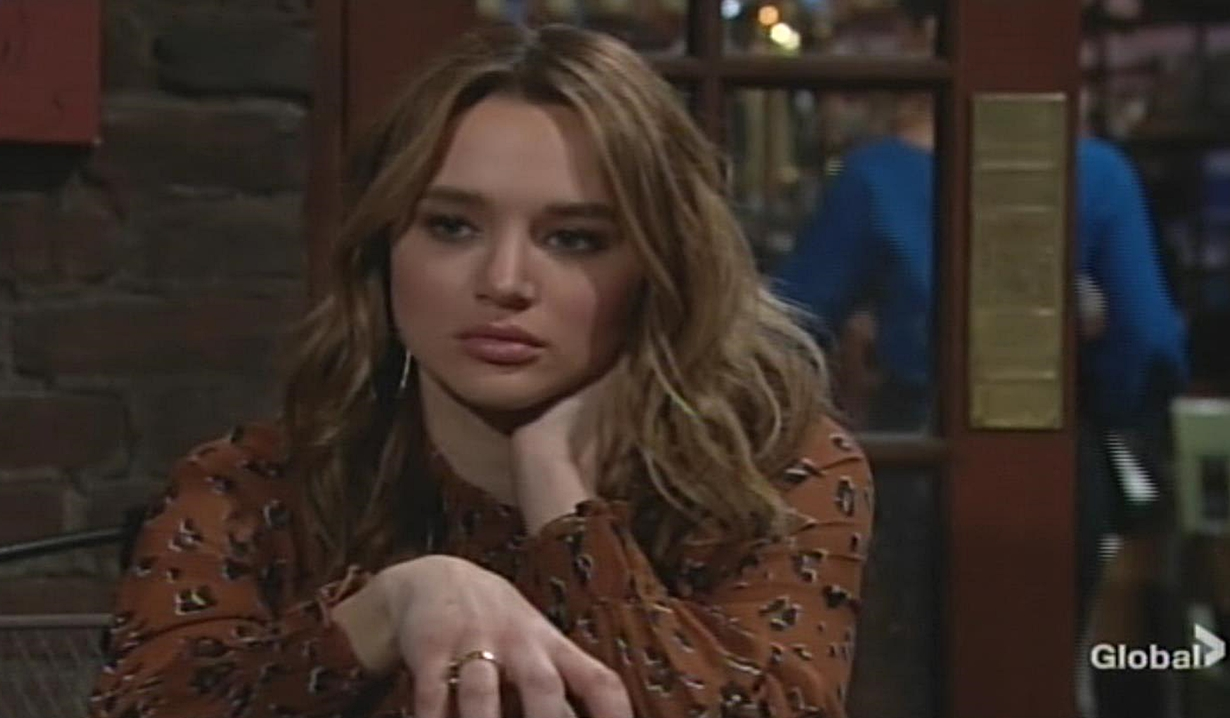 Summer thinks about kiss Young and Restless