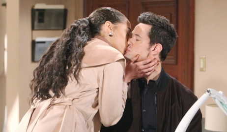Zoe kisses Thomas Bold and Beautiful
