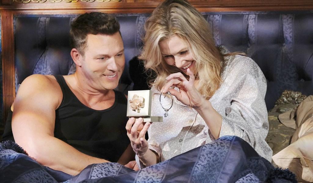 Brady gifts Kristen bracelet days of our lives