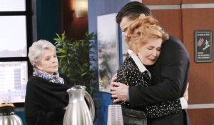 maggie hugs xander days of our lives