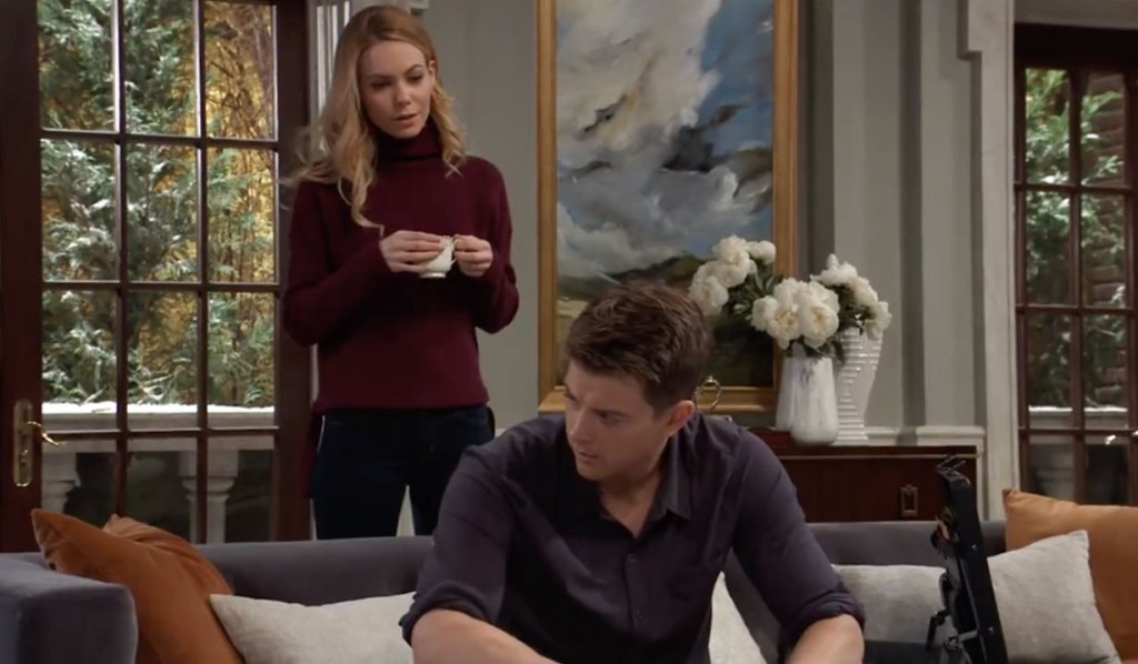 Nelle tells Michael she is leaving on General Hospital