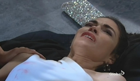 Victoria stabbed Young and Restless