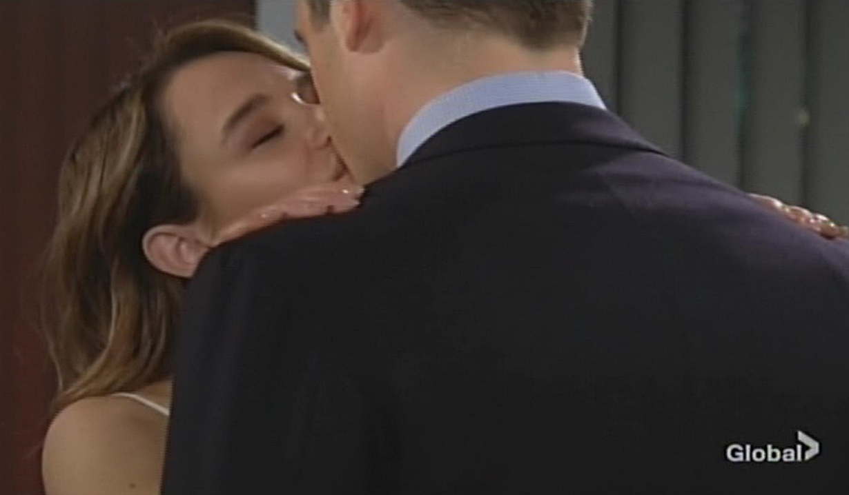 Summer kiss Kyle Young and Restless