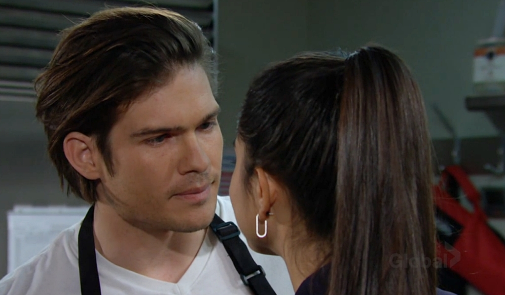 Theo near kiss Lola Young and Restless