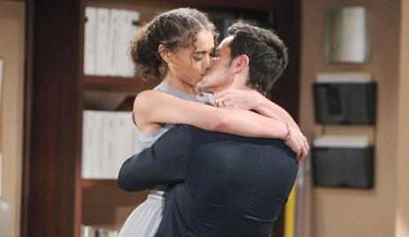 Zoe, Thomas kiss Bold and Beautiful
