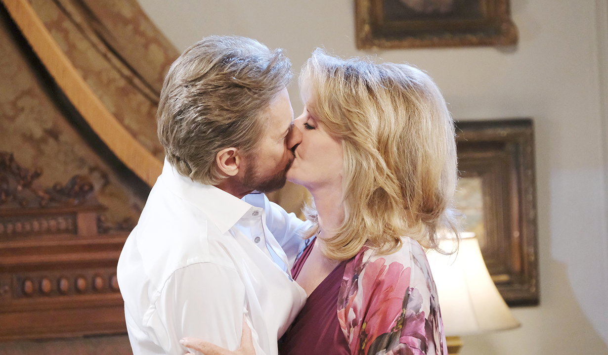 stevano kisses marlena days of our lives