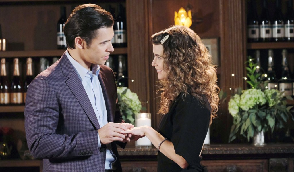sarah accepts xander's proposal at the bistro days of our lives