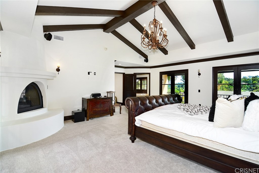 Shemar Moore's master bedroom Rodeo Reality