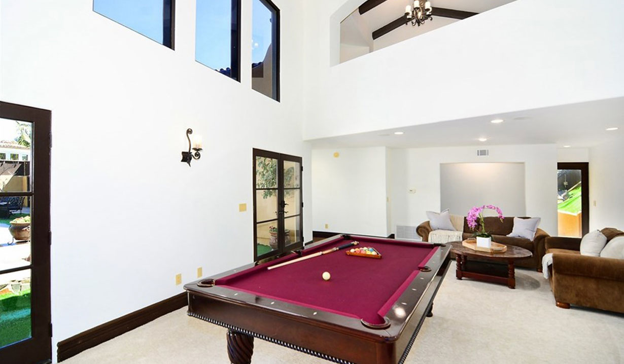 Shemar Moore's game room.