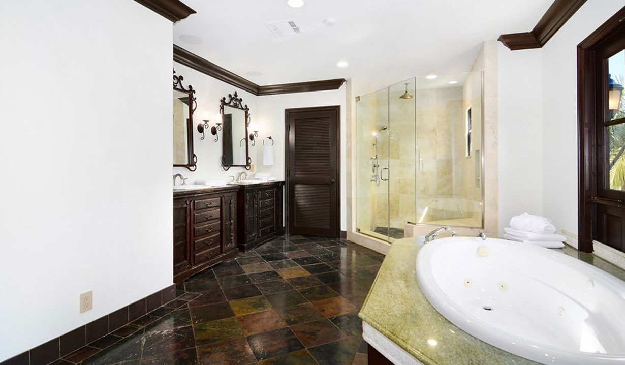 Shemar Moore's master bath