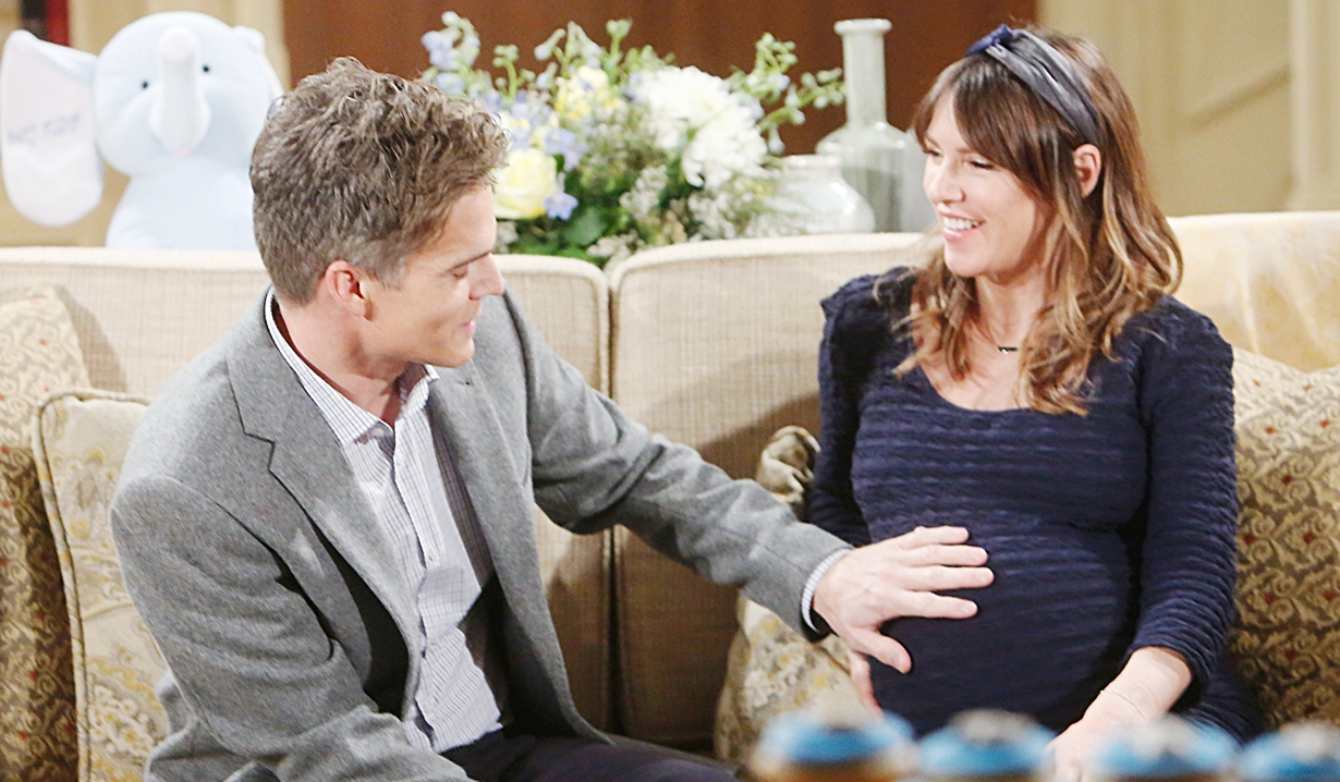 Kevin, Chloe hand tummy Young and Restless