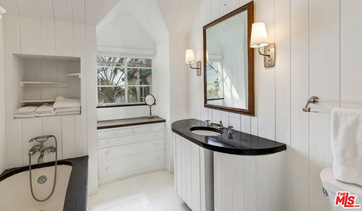 Lee Phillip Bell & William J. Bell's estate for sale - bathroom