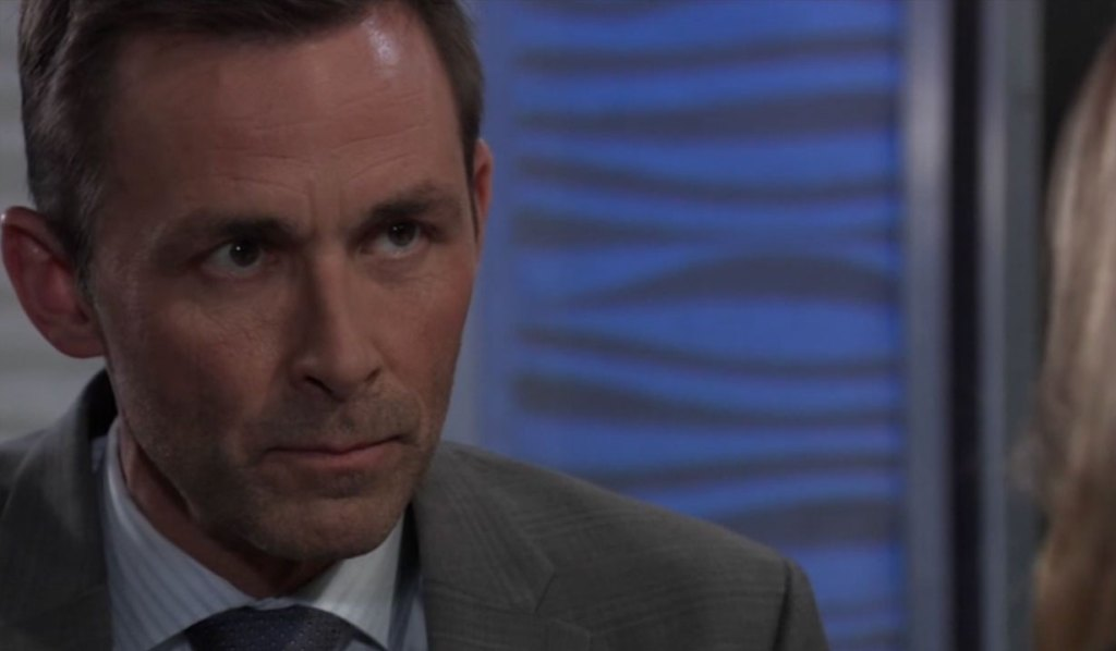 Laura talks with Valentin in secret on General Hospital