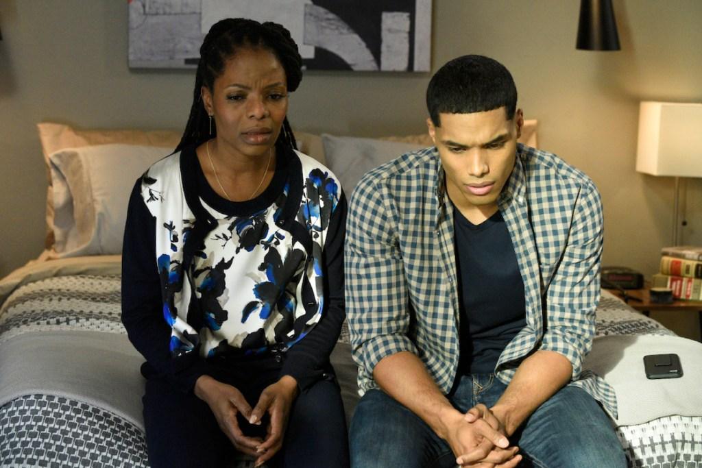 Vivian tries to help her son in HTGAWM