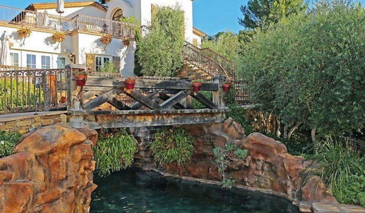 Eva Longoria home spa bridge Young and Restless